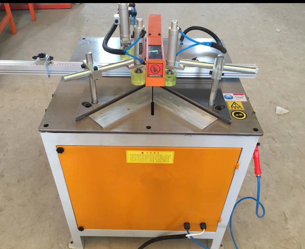 Aluminium Cutting Machine